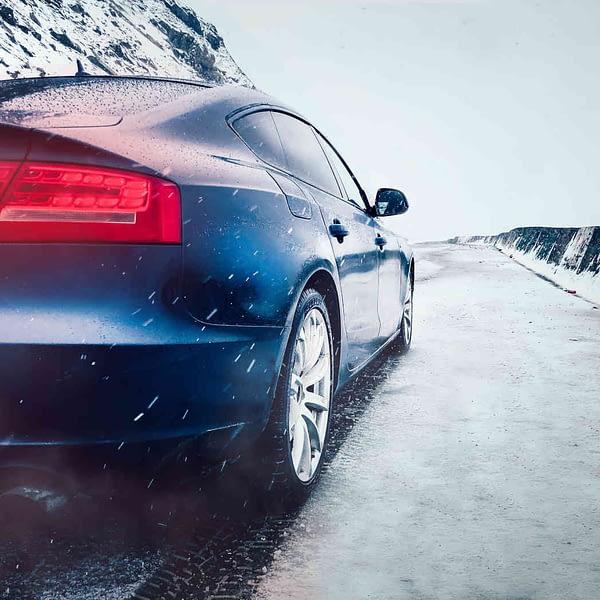 winterdienst zwischen autos essen